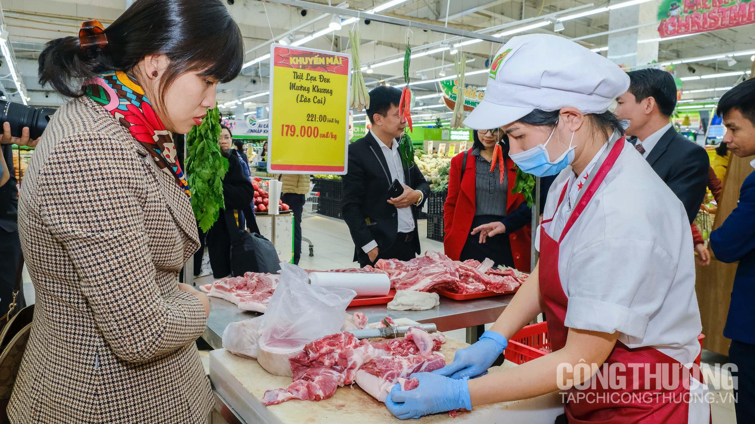 """Gần Tết mà giá thịt lợn vẫn quá cao, Big C """"chơi lớn"""" bán không lãi cho người tiêu dùng"""