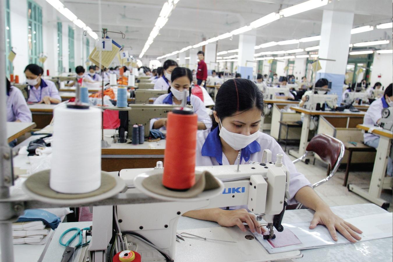 """Dệt may, da giày đều là những ngành hàng có thể lọt vào """"tầm ngắm"""" phòng vệ thương mại của EU"""
