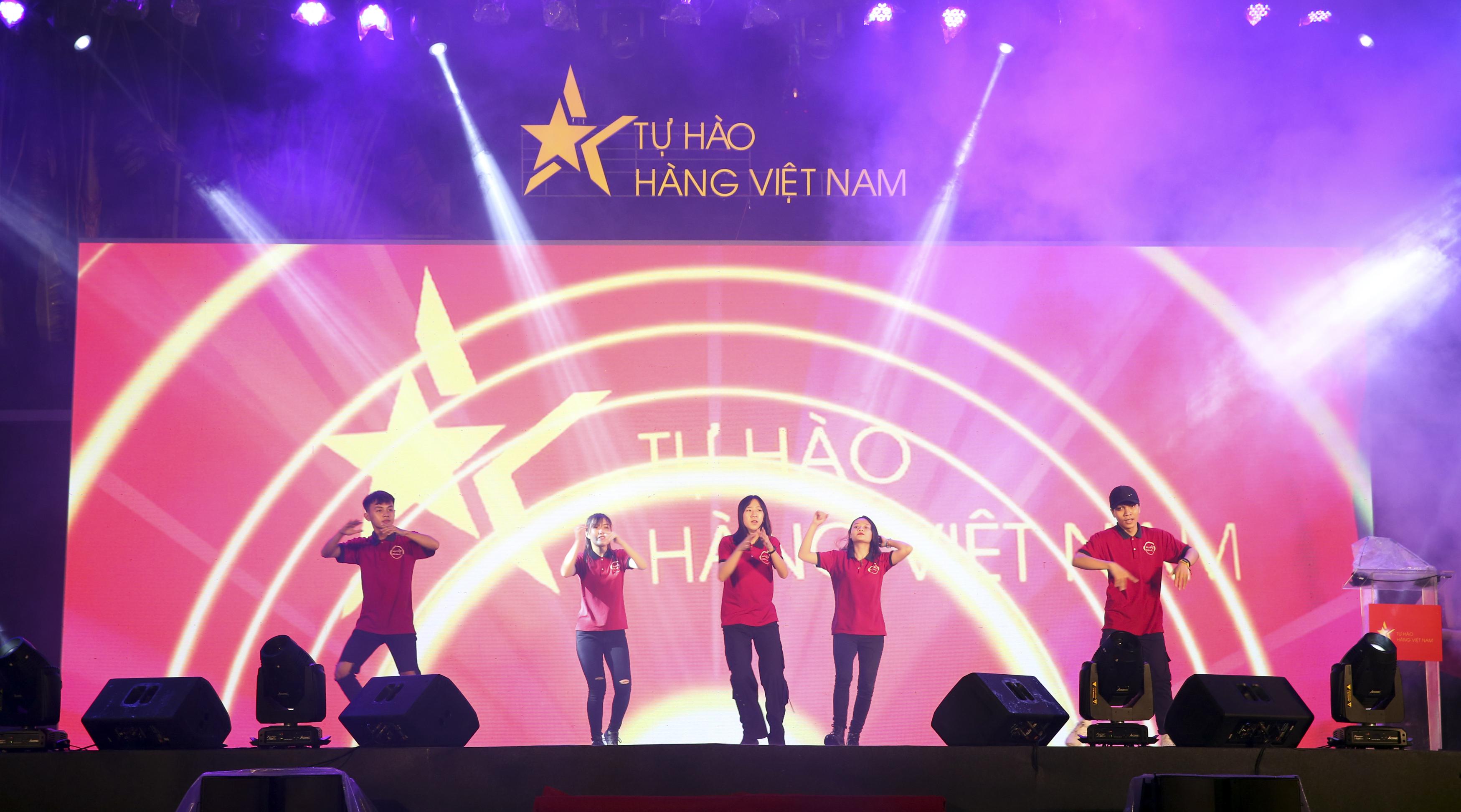 Tự hào hàng Việt