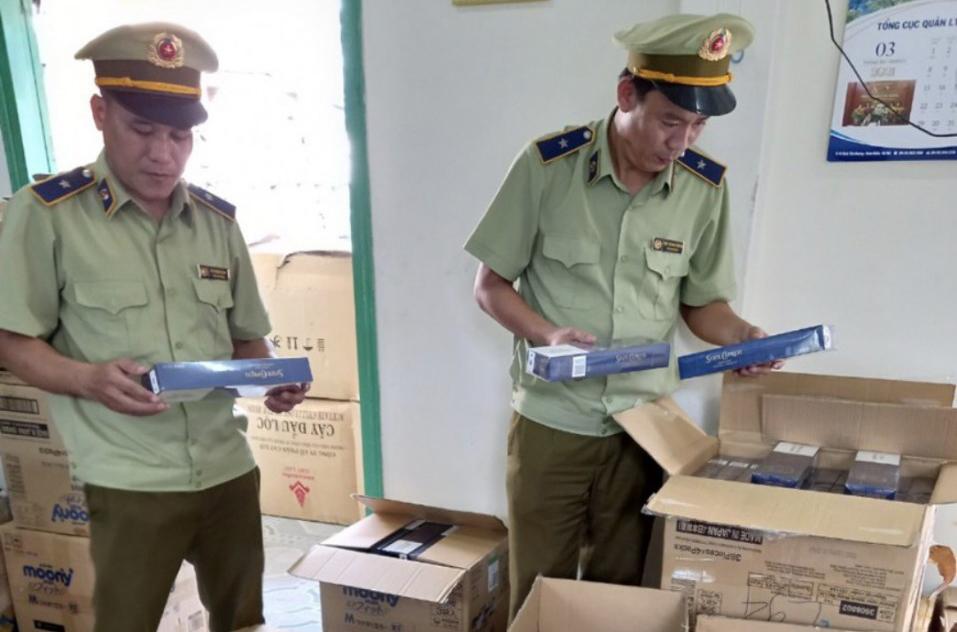QLTT Phú Yên thu giữ 10.000 bao thuốc lá 555 nhập lậu